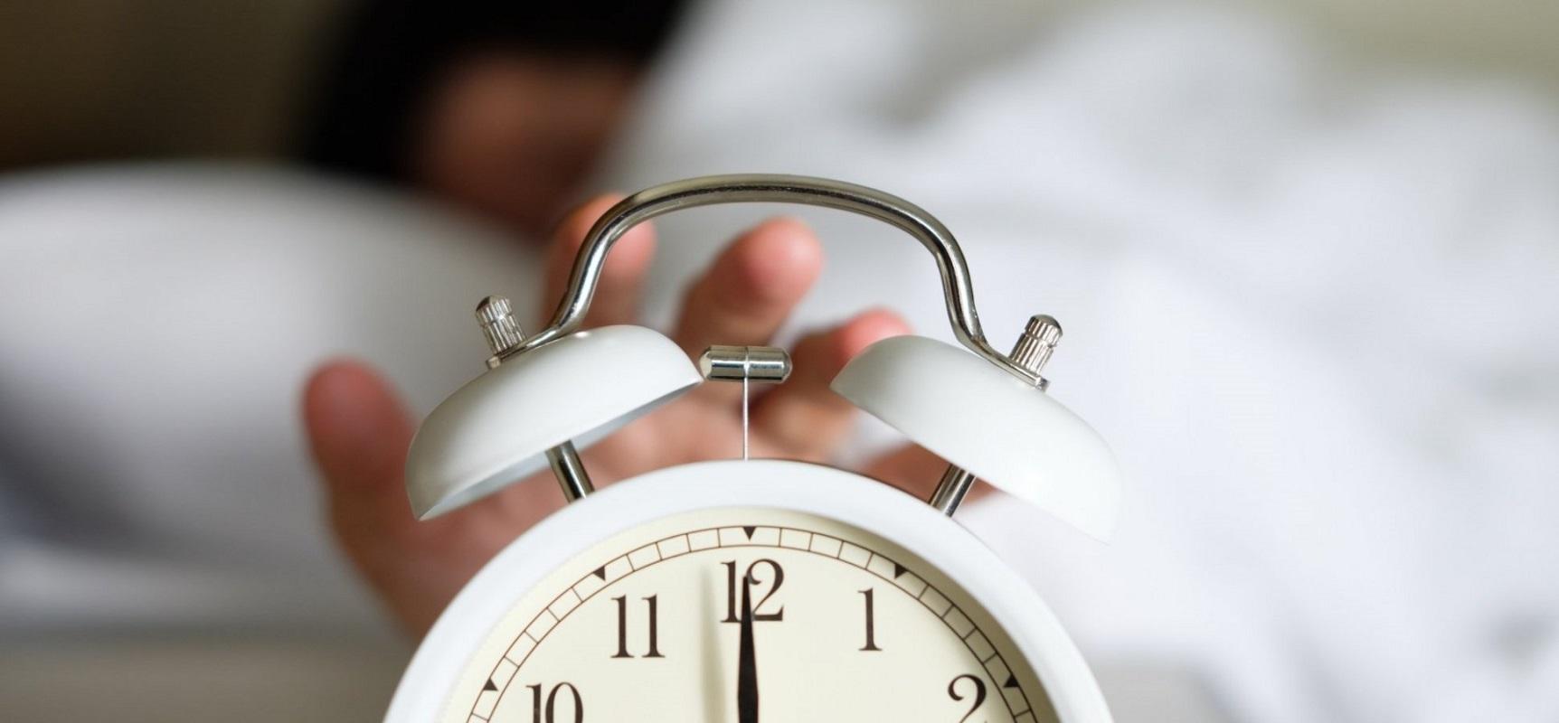 سکوت در مقابل سر و صدا: کدام یک به شما کمک می کند تا بهتر بخوابید؟