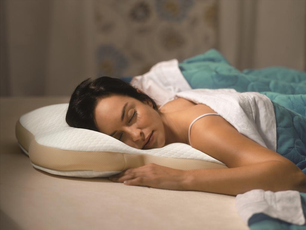 خوابیدن روی شکم بالش